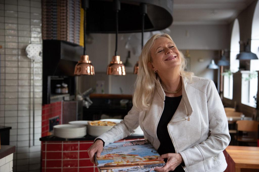 Julia Degen Pizzazza